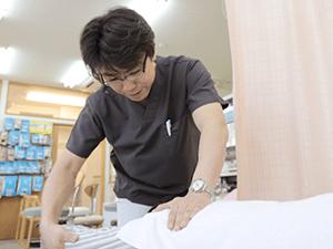 富田林市くめ鍼灸整骨院の施術風景