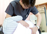 くめ鍼灸整骨院の施術風景
